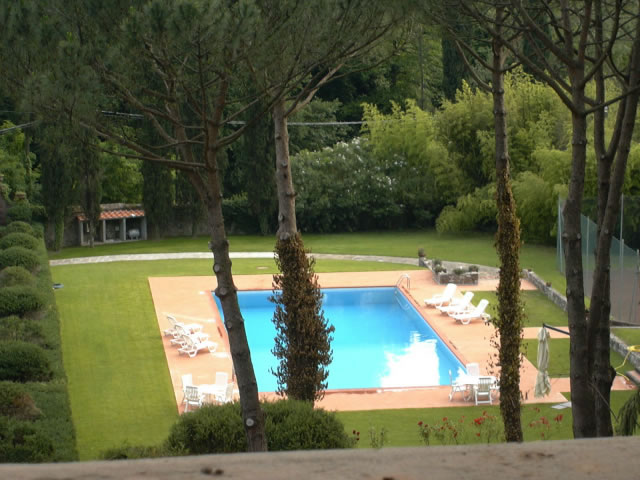 B&B Villa Montecatini : Swimming pool -
